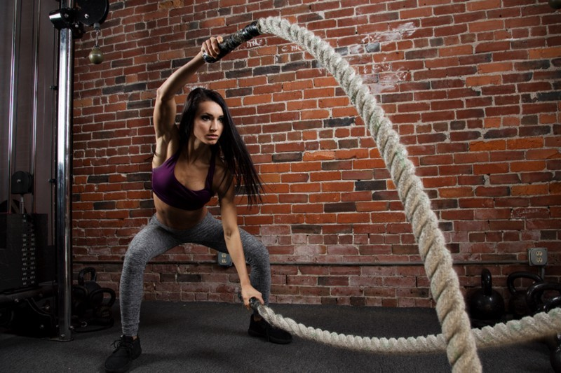 woman using exercise ropes